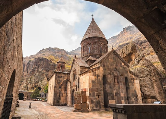 Храм Гарни - Симфония камней - монастырь Гегард: экскурсии по Армении из Еревана