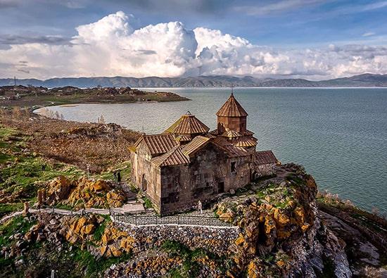 Озеро Севан (монастырь Севанаванк) - село Норатус (кладбище хачкаров) - монастырь Айриванк: экскурсии по Армении из Еревана