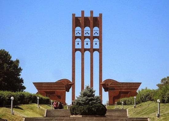 Экскурсии по Армении из Еревана: Сардарапат - св. Эчмиадзин (Кафедральный собор, Св. Гаянэ - Св. Рипсимэ) - Храм Звартноц